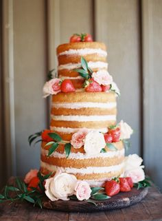 naked cake with fresh flowers and strawberries