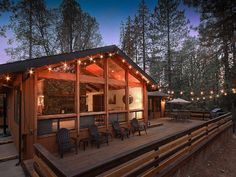 Yosemite Log Cabin with a Hot Tub and Forest Views in Mariposa, California