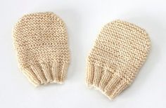 This knit mitten pattern is almost as cute as the little hands that wear them. The Nubby Newborn Mitts are the perfect size for baby& tiny fingers to stay toasty warm when it gets cold outside. Baby Mittens Knitting Pattern, Crochet Baby Mittens, Knit Mittens, Loom Knitting, Knitting Patterns Free, Free Knitting, Knitted Hats, Free Pattern, Baby Patterns