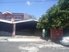 En venta casa de 1 nivel en Calle privada Cuisnahuat en Ciudad Merliot US$ 200,000 En Venta