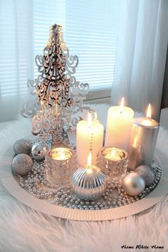 ▷ 1001 + ideas for Christmas table decoration as a complement to the happy mood - Weihnachten und Silvester - noel Centerpiece Christmas, Christmas Table Decorations, Decoration Table, Holiday Decor, Christmas Candles, Coffee Table Christmas Decor, Silver Decorations, Christmas Arrangements, Christmas Tablescapes