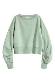 Cropped sweatshirt: Loose-fitting cropped top in sweatshirt fabric with a wide neckline, dropped shoulders, long, pleated sleeves and wide ribbing at the cuffs and hem. Soft brushed inside.