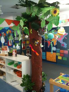 Awww, I miss the tree in my old classroom.  This one would be even simpler to make!