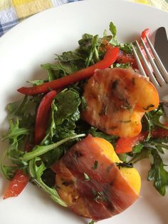 Sweet and salty are a perfect combination for a summer salad. Thinly sliced prosciutto envelopes ripe peach halves for this backyard dish. Grilled Peach Salad, Grilled Peaches, Emily Richards, Aged Balsamic Vinegar, Ripe Peach, Best Appetizers, Sweet And Salty, Prosciutto, Summer Salads
