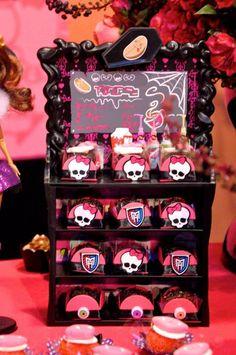 Party Monster temático Alta com Cheio de Idéias Realmente Incrível via Ideias do Partido de Kara | KarasPartyIdeas.com TweenParty # # # Salão ...