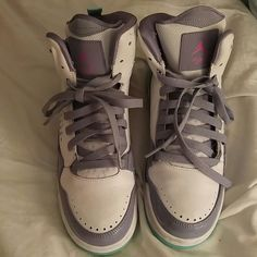 Jordan flight, size 8,5 Jordan flights, youth size 7 (which is equivalent to a women's 8.5-9 according to shoe salesman), worn only a few times Jordan Shoes Athletic Shoes