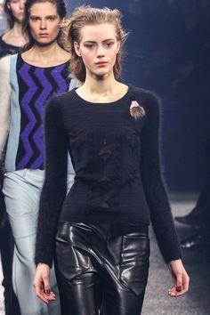 Sonia Rykiel Fall 2013 Ready-to-Wear Fashion Show - Esther Heesch (Next) Review Fashion, Sonia Rykiel, Fashion Show, Fashion Design, Runway Fashion, Designer Collection, Parisian, Editorial Fashion, Leather Skirt