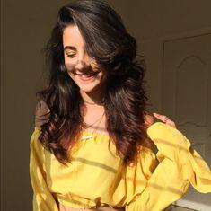 Famous indian crowned muser Mrunal panchal Stylish Photo Pose, Stylish Girls Photos, Stylish Girl Pic, Cute Girl Poses, Girl Photo Poses, Beautiful Girl Photo, Cute Girl Photo, Cool Girl Pictures, Girl Photos