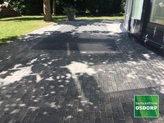 Excluton Abbeystones grijs/zwart met een afmeting van 5x20x7cm zijn veruit de populairste trommelstenen van dit moment. Zo kunnen Abbeystones grijs/zwart gebruikt worden voor het maken van een looppad, oprit of voor het aanleggen van een volledig terras.