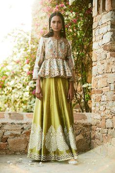 Glam Outfit Ideas for Indian Bridesmaids for every Ceremony Indian Gowns Dresses, Indian Fashion Dresses, Indian Designer Outfits, Designer Dresses, Hijab Fashion, Lehenga Style, Lehenga Choli, Anarkali, Lehenga Skirt