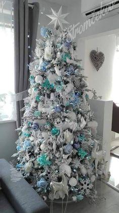 Ako ozdobiť vianočný stromček ? trendy pre rok 2020   Svet Stromčekov Silver Christmas Decorations, Holiday Decor, Christmas Tree, Purple, Trendy, Home Decor, Teal Christmas Tree, Decoration Home, Room Decor