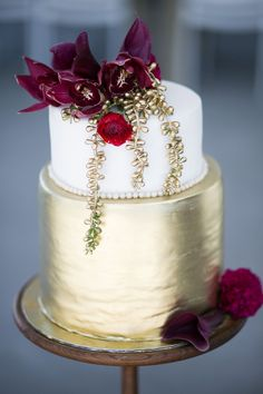 Metallic Gold Wedding Cake | Credit: Karina Conradie