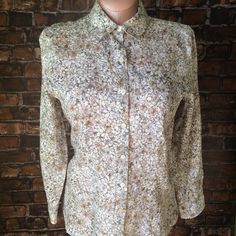 NEW ListingJ.Jill 100% linen floral top J.Jill floral button down petite top. Cream with sand/khaki shades. 100% linen. Size is M petite. Not interested in trades. J. Jill Tops Button Down Shirts