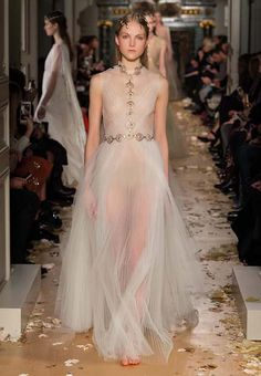 http://shilpaahuja.com/fashion/fashion-week/valentino-spring-summer-2016-couture-fashion-show-review/