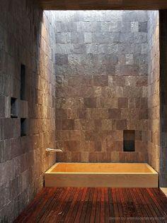 desain kamar mandi rumah kayu