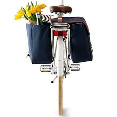 My  husband needs this to take me on cute picnics!  Insulated Bike Pannier #makeyourmark
