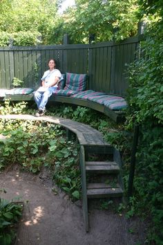 garden seat with wall (two level)  from liberatedgardener.net