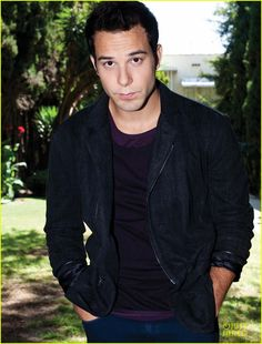 Just watched Pitch Perfect for the first time... yeah... Skylar Astin. :)