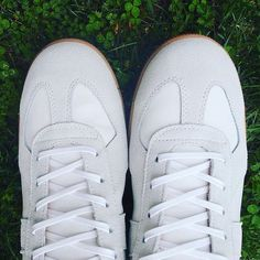 These white leather sneakers from have held up well over the past few weeks of testing. This close-up provides a good glimpse of the shoes' waxed laces. Dress With Sneakers, New Sneakers, Leather Trainers, Leather Sneakers, Men's Fashion Brands, Sock Shop, Mens Essentials, Colorful Socks, Fashion Books