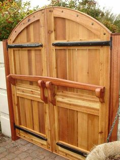 Beautiful gate with classic lock Wood Doors, Wood Gates, Fence Gates, Driveway Gate, Privacy Fences, Wooden Barn Doors, Yard Fencing, Double Wooden Gates, Double Gate