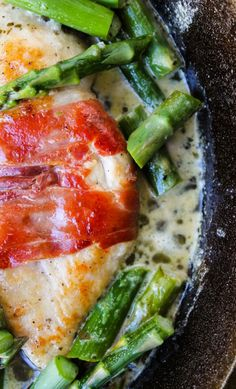 Prosciutto-Wrapped Chicken with Asparagus - The Food Charlatan (Chicken Wraps Asparagus) Prosciutto Wrapped Chicken, Chicken Asparagus, Chicken With Prosciutto, Chicken Wraps, Turkey Recipes, Chicken Recipes, Jai Faim, My Burger, Cooking Recipes