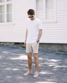 30 Cool And Fashionable Men's Shorts Ideas To Looks More Handsome - Fashions Nowadays Summer Outfits Men, Simple Outfits, Short Outfits, Cool Outfits, Summer Men, Spring Outfits, Casual Outfits, Mens Fashion Blog, Best Mens Fashion