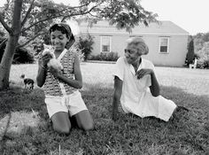 Edna plays with her niece Nina Williams-Mbengue—daughter of her younger sister Naomi. It was Nina who, at the age of 12, helped Edna to type the manuscript for The Taste of Country Cooking.