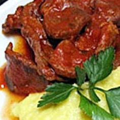 Receita de Coxão Mole Suculento - 500 gr de coxão-mole, 1 unidade de cebola, 300 ml de purê de tomates, 500 gr de batata, 100 ml de leite, 2 colheres (sopa)...