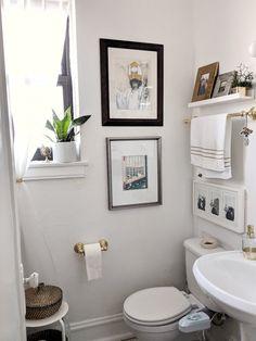 Best Small Bathroom Storage Ideas: Cheap Creative Organization (2019) #bathroom #bathroomdecor #smallbathroomstorageideas Small Narrow Bathroom, Big Bathrooms, Small Bathroom Storage, Amazing Bathrooms, Best Bathroom Colors, Master Bathroom Layout, Vintage Bathroom Decor, Diy Bathroom Decor, Bathroom Ideas