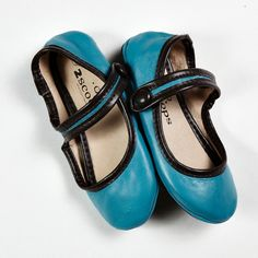 Makes me think, *Alice in Wonderland* kind of shoes :).