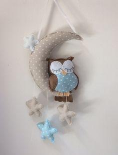"""Mobile de décoration """"hibou marron et bleu dans les étoiles"""""""