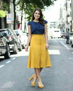 37 Street Fashion Week Street Styles of Spring and Summer Part - Page 17 of 37 - Womens ideas Frock Design, Stylish Dresses, Casual Dresses, Modest Fashion, Fashion Dresses, Ootd Fashion, Street Fashion, Skirt Outfits Modest, How To Wear Blazers