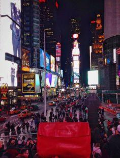 La pochette rouge à Time Square #NYC #pochette