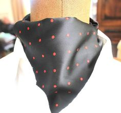 Kawattenschalascot in schwarz rot getupftreine von pinkmagnolia2303