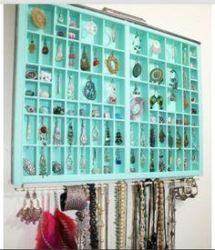 Hanging wall jewelry organizer