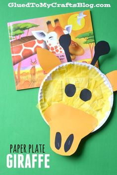 Inspired by the book Laughing Giraffe by Mwenye Hadithi {affiliate link} today I present to you our Paper Plate Giraffe kid craft idea! Giraffe Crafts, Zoo Crafts, Daycare Crafts, Glue Crafts, Toddler Crafts, Dinosaur Crafts, Ocean Crafts, Animal Crafts, Safari Crafts