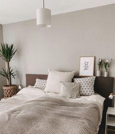 Home Decor Bedroom, Bedroom Interior, Bedroom Design, Living Room Green, Home Decor, Grey And White Room, Beige Walls Bedroom, Beige Room, Living Room Red