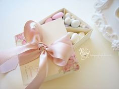 scatola degustazione confetti Wedding Cake Boxes, Box Cake, Wedding Cards, Wedding Gifts, Edible Wedding Favors, Favor Boxes, Baby Shower Cakes, Boho Chic, Bridesmaid Dresses