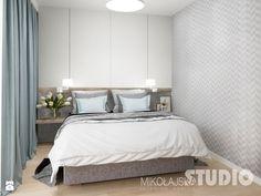 sypialnia-jasna-szara-tapeta-w-sypialni-drewno-błękit-pastele-pastalowa - zdjęcie od MIKOŁAJSKAstudio