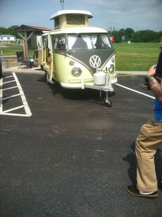 How cool is this custom camper trailer! The rear decklid opens for a grill. They should build it fiberglass as a camper kit. Volkswagen, Vw T1, Split Screen, Custom Campers, Vw Vans, Survival Stuff, Modified Cars, Camper Trailers, Happy Campers