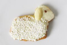 Easter lambs, with white chocolate and almonds
