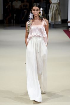 Alexis Mabille Spring 2018 Ready-to-Wear  Fashion Show - Pauline Hoarau (Elite)