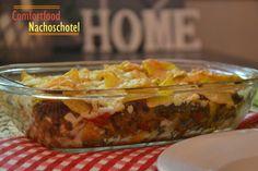 Comfortfood voor een heerlijke lazy sunday! Nacho-gehakt schotel!   Nachoschotel Ingrediënten (2 personen) 250 gram gehakt rode paprika 2 tomaten 1 ui 125 gram champignons geraspte kaas tortilla chips (nacho's) half zakje burrito-kruiden. Bereiding: Verwarm de schotel ongeveer 20 minuten in de oven op 200 C, zodat de tortilla chips warm is en de kaas gesmolten.    4 uur geleden