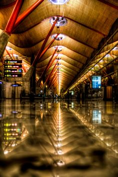 Uncovering the Best Airports in the World. Space and Architecture Barajas, Madrid, Spain Airport Architecture, Amazing Architecture, Architecture Details, Go Spain, Madrid City, Airport Design, Amazing Buildings, Skyline, Air Travel