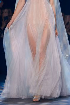 Marchesa at New York Fashion Week Spring 2017 - Details Runway Photos Elie Saab Couture, Couture Mode, Style Couture, Couture Fashion, Runway Fashion, 90s Fashion, New York Fashion, Fashion Week, Fashion Spring