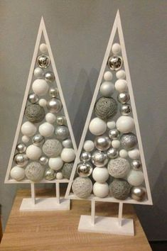 31 Indoor Woodworking Projects to Do This Winter Amazing Chr. - 31 Indoor Woodworking Projects to Do This Winter Amazing Christmas Tree Proje - Wooden Christmas Decorations, Christmas Projects, Christmas Tree Ornaments, Christmas Holidays, Holiday Decor, Unique Christmas Trees, Black Christmas, Scandinavian Christmas, Valentine Decorations