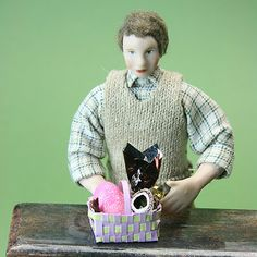 A basket tutorial and printable for playscale dolls.