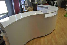 Para ver correctamente la Ref. MOSTRADOR_CURVO, clique sobre la imagen Conference Room Design, Modern Reception Desk, Creative Office Space, Front Desk, Diy Furniture, Layout, Interior, Friendship, Kitchens