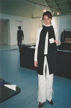 — per-enn-ial: helmut lang fw 2002 Conceptual Fashion, Suit Of Armor, High Fashion, Womens Fashion, Helmut Lang, Winter Wardrobe, Fashion Photography, Normcore, How To Wear