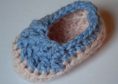 10 minute Two Tone Baby Bootie Crochet di adirondackpatterns